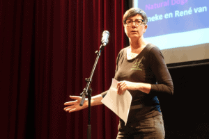 Ineke tijdens pitch bijeenkomst Start-to-grow